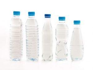 acqua bottiglie di plastica rischi salute